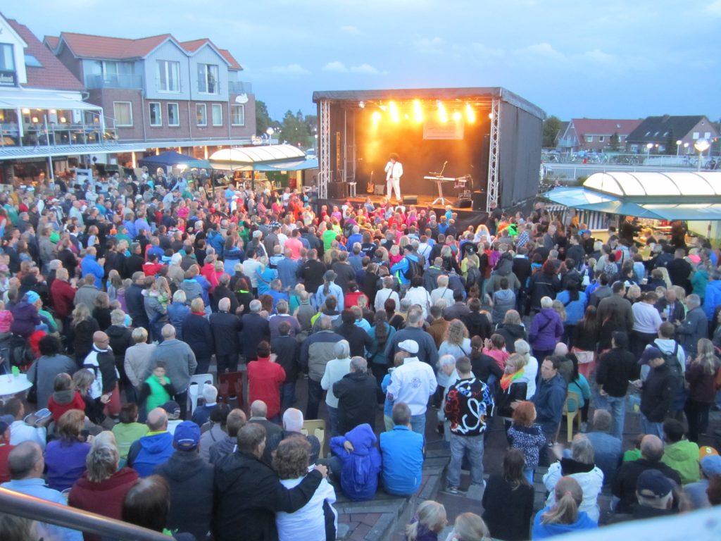 Lichter- und Brückenfest Bensersiel