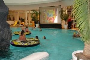 Kino-Pool-Party